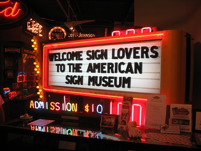 Image Source: http://365cincinnati.com/indoors/american-sign-museum