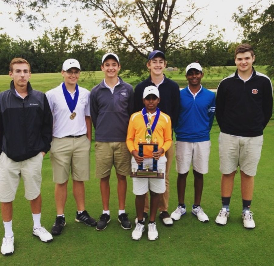 The Cincinnati Country Day School Varsity golf team poses for a picture after winning a tournament.
